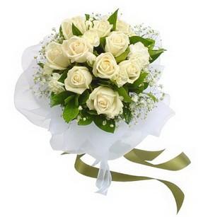 İzmit çiçekçiler  11 adet benbeyaz güllerden buket