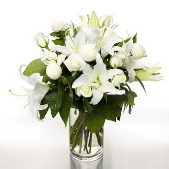 İzmit online çiçek gönderme sipariş  1 dal cazablanca 7 adet beyaz gül vazosu