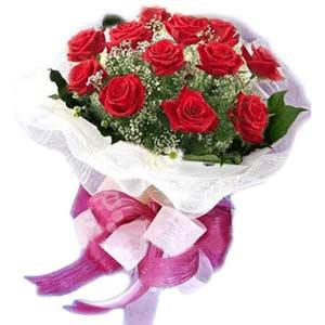 İzmit 14 şubat sevgililer günü çiçek  11 adet kırmızı güllerden buket modeli