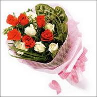 5 kirmizi 5 beyaz güllerden   İzmit çiçek yolla , çiçek gönder , çiçekçi