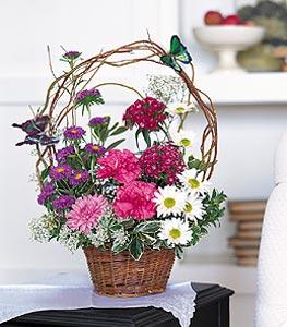 İzmit çiçek gönderme sitemiz güvenlidir  sepet içerisinde karanfil gerbera ve kir çiçekleri