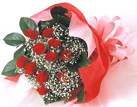 12 adet kirmizi gül buketi  İzmit İnternetten çiçek siparişi