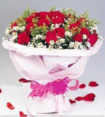 İzmit kaliteli taze ve ucuz çiçekler  12 ADET KIRMIZI GÜL BUKETI