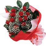 İzmit kaliteli taze ve ucuz çiçekler  KIRMIZI AMBALAJ BUKETINDE 12 ADET GÜL