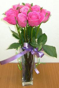 cam vazo içerisinde 11 adet gül  İzmit kaliteli taze ve ucuz çiçekler