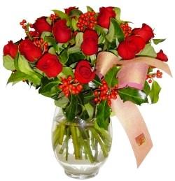 İzmit çiçek servisi , çiçekçi adresleri  11 adet kirmizi gül  cam aranjman halinde