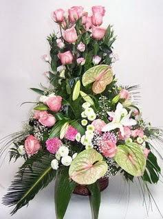 İzmit hediye sevgilime hediye çiçek  özel üstü süper aranjman