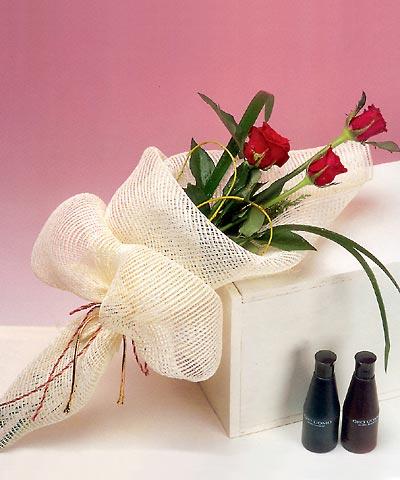 3 adet kalite gül sade ve sik halde bir tanzim  İzmit yurtiçi ve yurtdışı çiçek siparişi