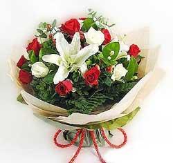 güller ve kazablanklardan görsel bir buket  İzmit kaliteli taze ve ucuz çiçekler