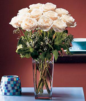 İzmit çiçek satışı  Cam yada mika vazo içerisinde 12 gül