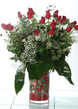 İzmit çiçek siparişi sitesi  11 adet kirmizi gül ve cam yada mika vazo tanzim