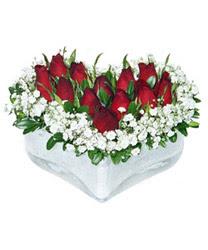 İzmit yurtiçi ve yurtdışı çiçek siparişi  mika kalp içerisinde 9 adet kirmizi gül
