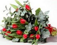 İzmit 14 şubat sevgililer günü çiçek  11 adet kirmizi gül buketi özel günler için