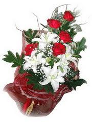 İzmit çiçekçi mağazası  5 adet kirmizi gül 1 adet kazablanka çiçegi buketi