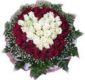 İzmit hediye çiçek yolla  27 adet kirmizi ve beyaz gül sepet içinde