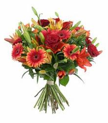 İzmit cicekciler , cicek siparisi  3 adet kirmizi gül ve karisik kir çiçekleri demeti