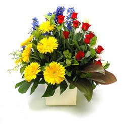 İzmit çiçek yolla , çiçek gönder , çiçekçi   9 adet gül ve kir çiçekleri cam yada mika vazoda