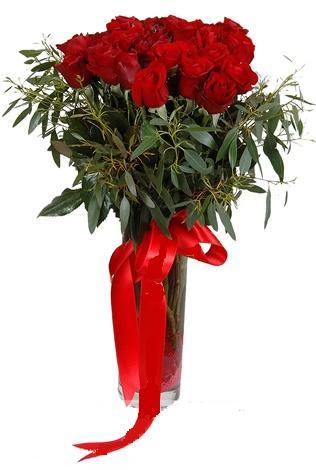 15 adet kirmizi gül cam vazo içerisinde  İzmit kaliteli taze ve ucuz çiçekler