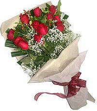 11 adet kirmizi güllerden özel buket  İzmit yurtiçi ve yurtdışı çiçek siparişi