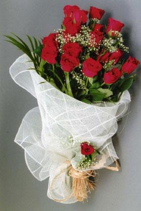 10 adet kirmizi güllerden buket çiçegi  İzmit internetten çiçek satışı