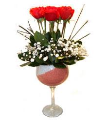İzmit güvenli kaliteli hızlı çiçek  cam kadeh içinde 7 adet kirmizi gül çiçek