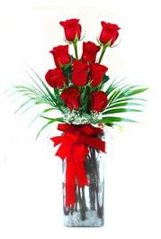 İzmit uluslararası çiçek gönderme  9 adet mika yada cam vazoda gül tanzimi