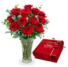 İzmit çiçek servisi , çiçekçi adresleri  10 adet cam yada mika vazoda gül çikolata