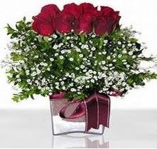 İzmit kaliteli taze ve ucuz çiçekler  mika yada cam vazo içerisinde 7 adet gül