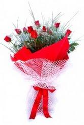 İzmit çiçek siparişi vermek  9 adet kirmizi gül buketi demeti