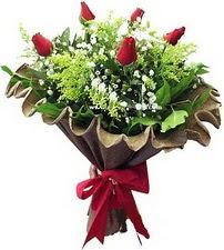 İzmit çiçek yolla , çiçek gönder , çiçekçi   5 adet kirmizi gül buketi demeti