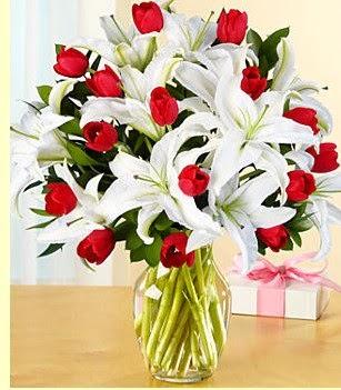 İzmit çiçek mağazası , çiçekçi adresleri  3 kazablanka 10 kırmızı gül vazosu