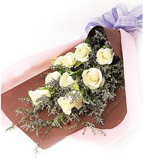 İzmit İnternetten çiçek siparişi  9 adet beyaz gülden görsel buket çiçeği