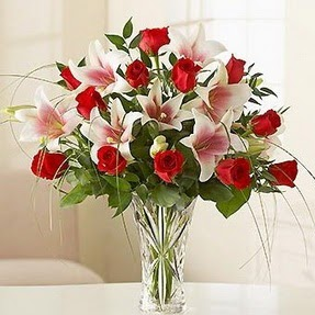 İzmit hediye çiçek yolla  12 adet kırmızı gül 1 dal kazablanka çiçeği