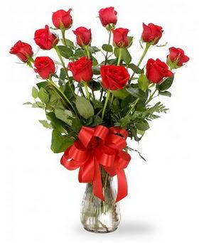 İzmit anneler günü çiçek yolla  12 adet kırmızı güllerden vazo tanzimi