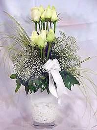 İzmit çiçek yolla , çiçek gönder , çiçekçi   9 adet vazoda beyaz gül - sevdiklerinize çiçek seçimi