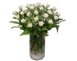 İzmit internetten çiçek satışı  cam yada mika Vazoda 12 adet beyaz gül - sevenler için ideal seçim