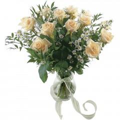 Vazoda 8 adet beyaz gül  İzmit çiçek gönderme