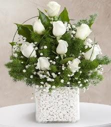 9 beyaz gül vazosu  İzmit 14 şubat sevgililer günü çiçek