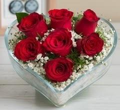 Kalp içerisinde 7 adet kırmızı gül  İzmit online çiçek gönderme sipariş