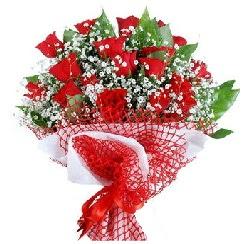 11 kırmızı gülden buket  İzmit çiçek gönderme