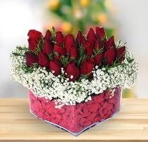 15 kırmızı gülden kalp mika çiçeği  İzmit 14 şubat sevgililer günü çiçek