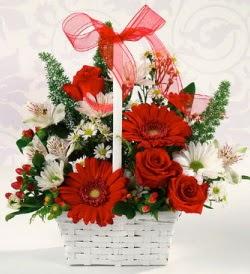 Karışık rengarenk mevsim çiçek sepeti  İzmit yurtiçi ve yurtdışı çiçek siparişi