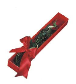 İzmit çiçek , çiçekçi , çiçekçilik  tek kutu gül sade ve sik