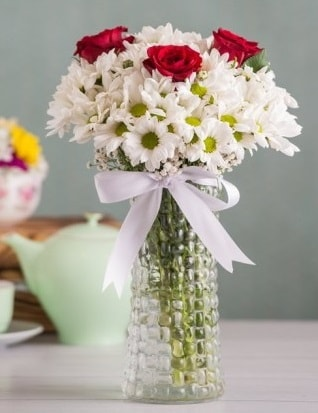 Papatya Ve Güllerin Uyumu camda  İzmit online çiçek gönderme sipariş