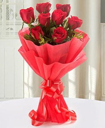 9 adet kırmızı gülden modern buket  İzmit çiçek siparişi vermek