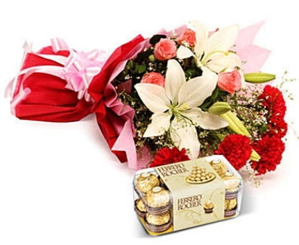 Karışık buket ve kutu çikolata  İzmit anneler günü çiçek yolla