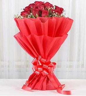 12 adet kırmızı gül buketi  İzmit çiçek online çiçek siparişi