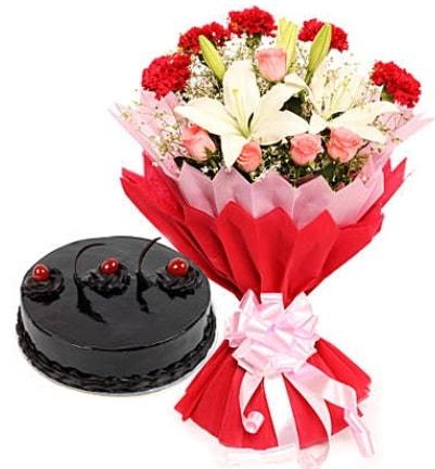 Karışık mevsim buketi ve 4 kişilik yaş pasta  İzmit çiçek servisi , çiçekçi adresleri